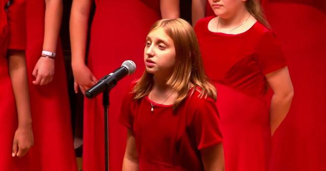 Американский хор исполняет песню «Прекрасное далеко», и это берет за душу!