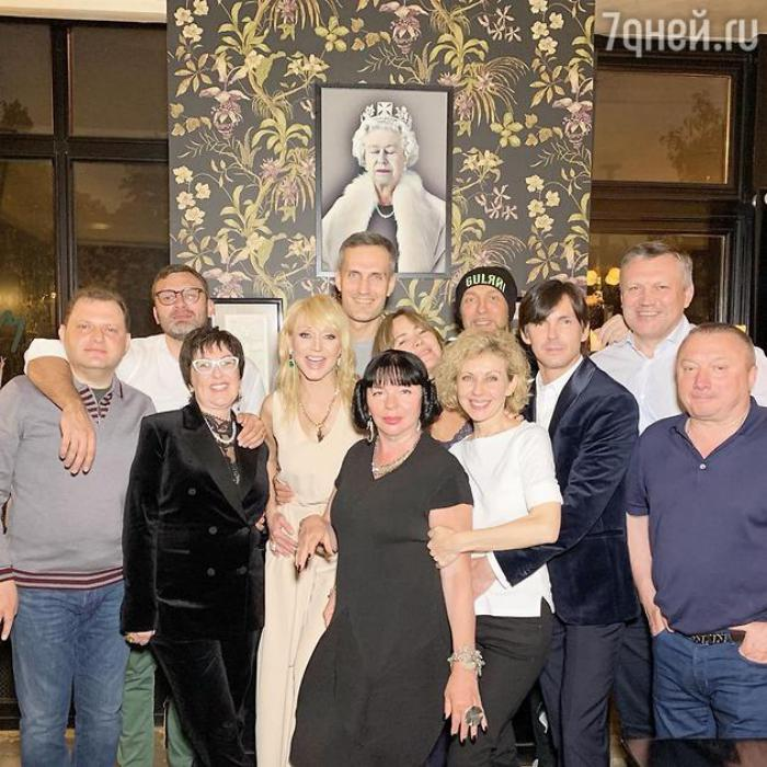 «Не тянет на Екатерину»: поклонники разочарованы Кристиной Орбакайте в роли императрицы, а Пугачева не пришла на ее день рождения