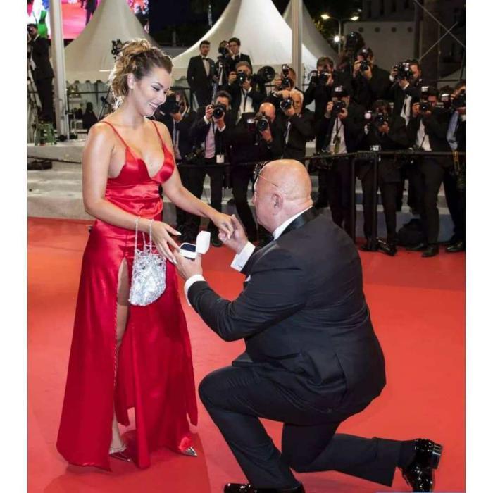 63-летний миллионер сделал предложение 25-летней девушке на красной дорожке Канн