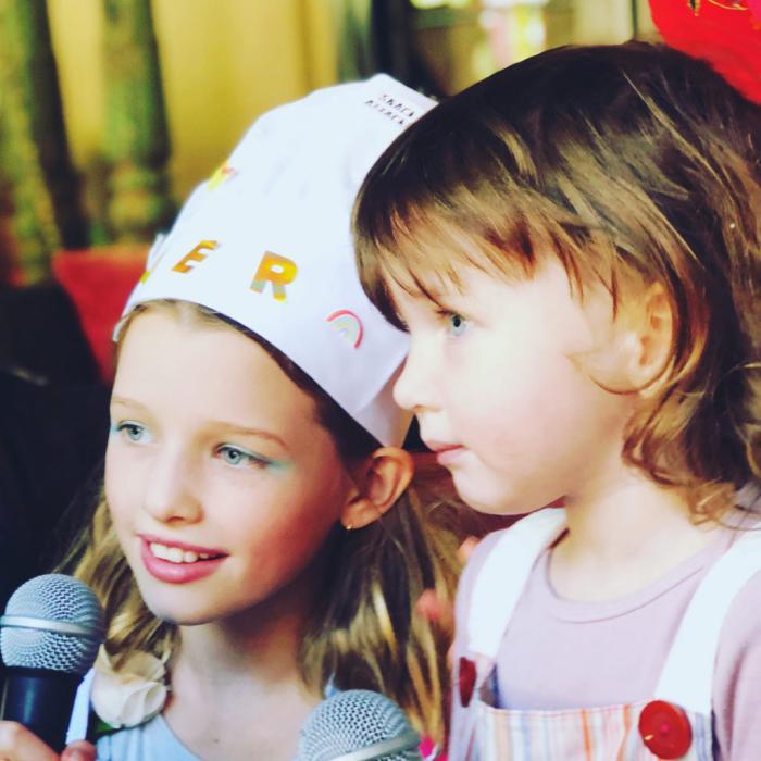 Подросшая дочь Миллы Йовович превратилась в точную копию своей звездной красавицы мамы