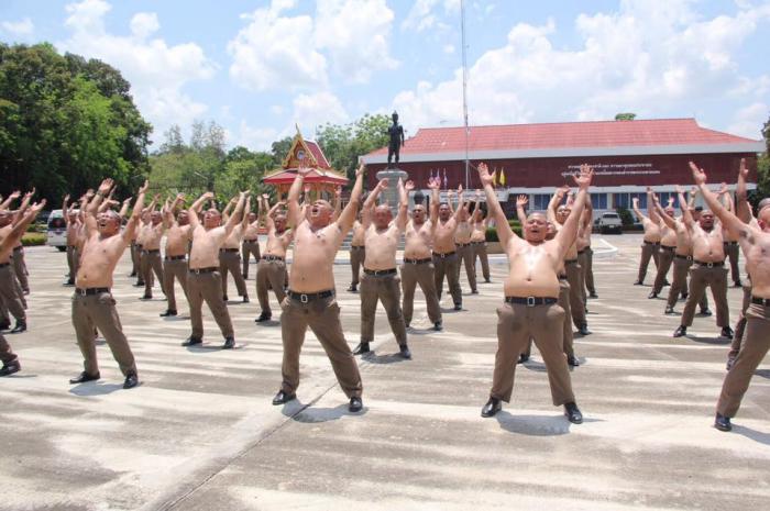 В Таиланде пухлых полицейских отправили в лагерь - сгонять лишний вес