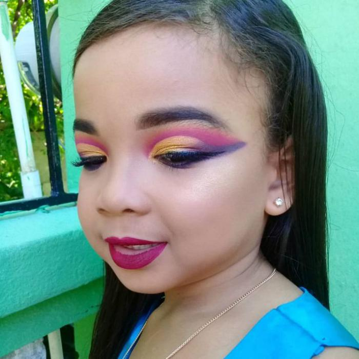 В Сети не прекращаются споры по поводу маленьких детей с макияжем. «Так можно делать или нет…»