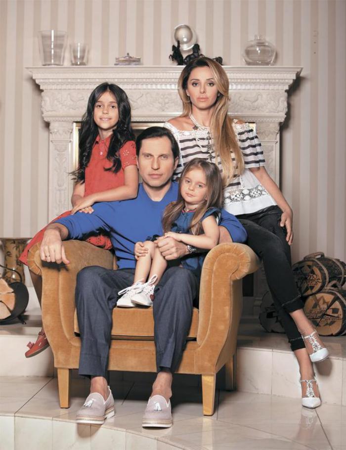 Шоумен Александр Ревва показал поклонникам свой дом и семью