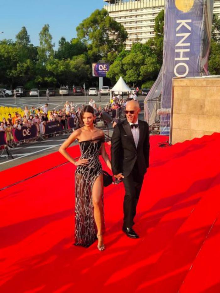 Паулина Андреева в откровенном наряде появилась на красной дорожке в Каннах, и стала самой яркой звездой фестиваля
