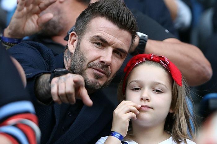 В сети возмущены очередным поцелуем Дэвида Бекхэма с дочерью
