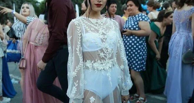 Липецкая выпускница взволновала пользователей сети своим нарядом
