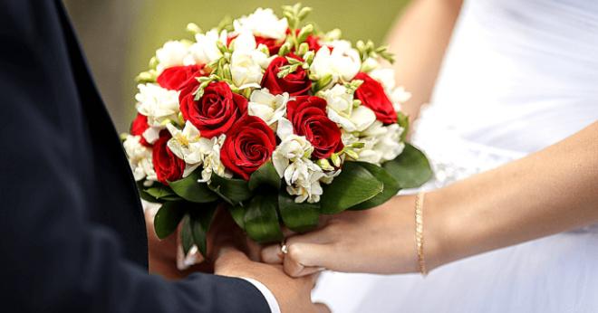 Cын не пригласил мать на свадьбу, она звонила – он сбрасывал звонки
