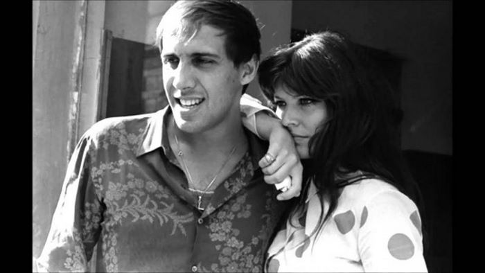 Фотографии супруги Адриано Челентано в юные годы поразили пользователей интернета