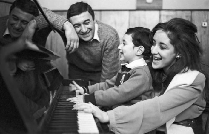 Единственный сын певицы Тамары Гвердцители покинул родину, но так и не нашел семейного счастья