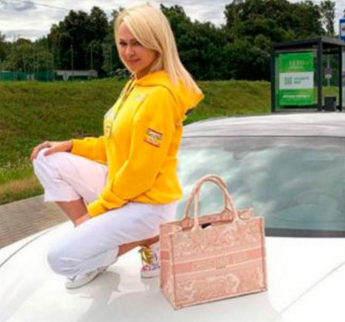 «Мерзко смотреть»: Рудковская верхом на Porsche взбесила своих подписчиков