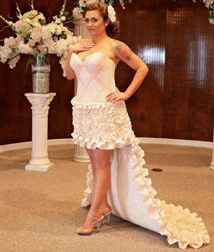 Девушка несколько месяцев делала свадебное платье из вареной туалетной бумаги