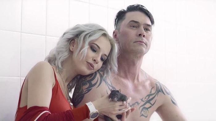 «Старикашки в плавках» — Алибасов подвергся жесткой критике за новый клип «На-на»
