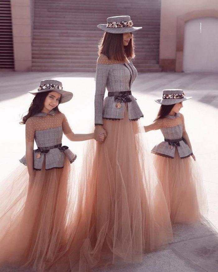 «Роскошно!»: сказочные наряды для мамочки и дочерей
