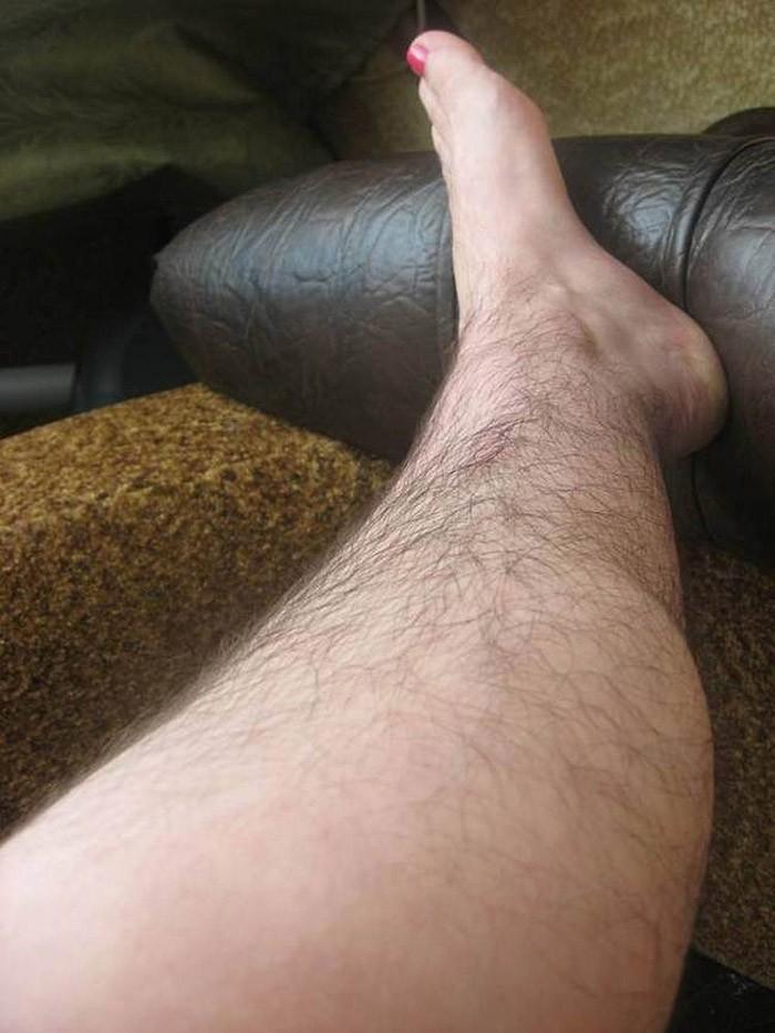 Женщины по всему миру перестали брить ноги и основали «Клуб волосатых женских ног»
