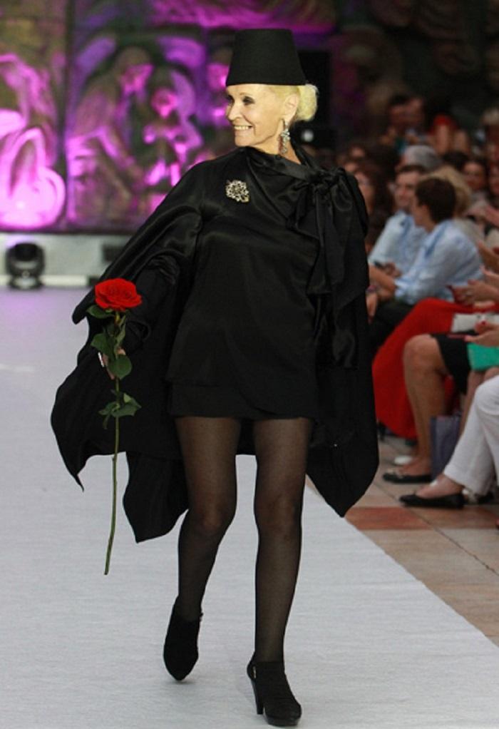 «Девчата на пенсии»: фото знаменитых женщин, одевающихся не по возрасту