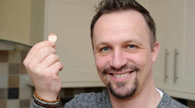 Британец обклеил пол монетами, и получился потрясающий дизайн