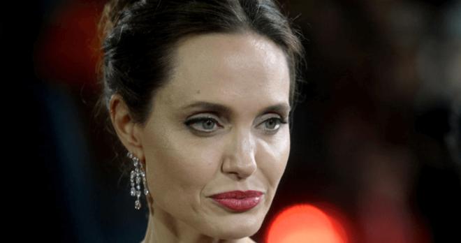 «Старушка дряблая»- папарацци показали лицо Анджелины Джоли без фотошопа