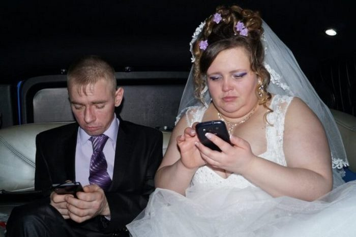 Очень серьезные: 10 свадебных фото, на которых было запрещено веселиться