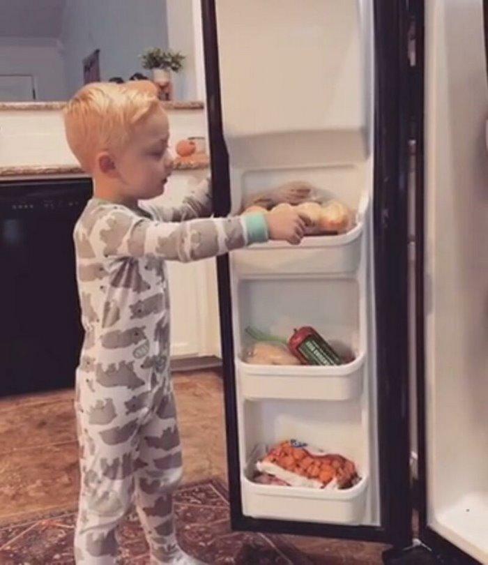 Мама сказала сыну, что съела его конфеты - реакция мальчика умилила даже самых черствых взрослых