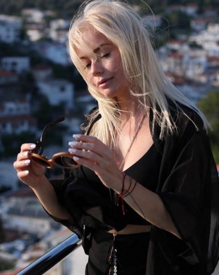Елена Корикова, растеряв былую красоту, смогла снова прийти в форму