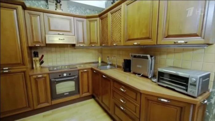 «Похоронный зал»: кухня Ларисы Гузеевой от программы «Идеальный ремонт»