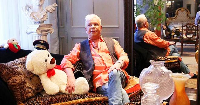 Распродает свое имущество: частично парализованный и всеми забытый Борис Моисеев сидит один в четырех стенах