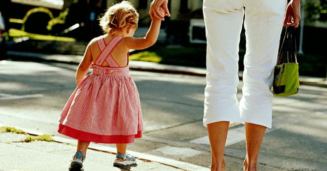Родители говорят, что дочь им надоела, и в садик ее сдают, чтобы не мешалась