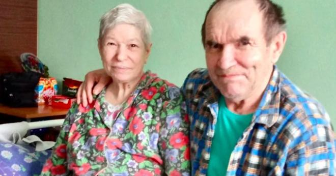 Через много лет после развода они снова увиделись в доме престарелых