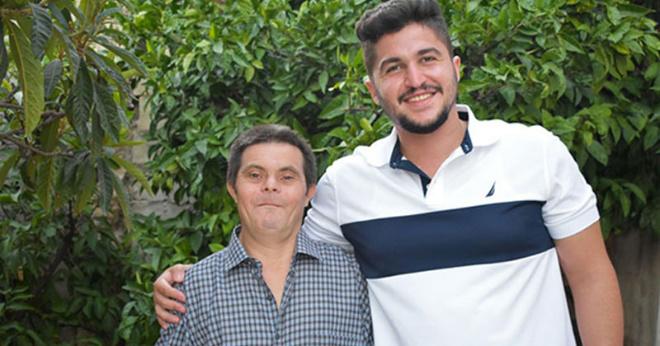 «Меня воспитал отец с синдромом Дауна» — откровения сына
