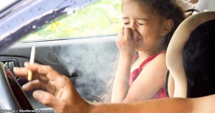 В США ввели новый закон: за курение в машине с ребёнком — штраф $1000