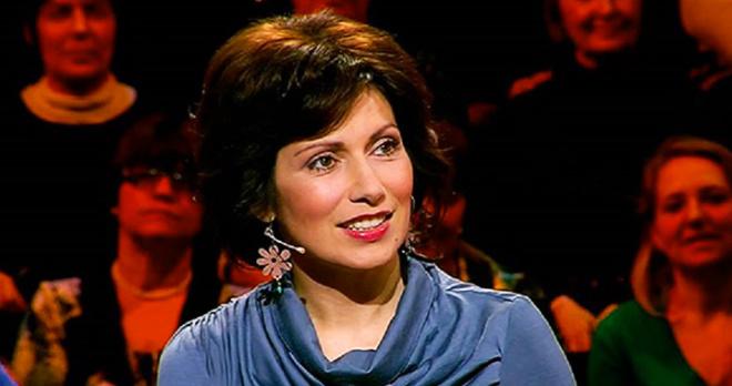 Дочь-аутист Светланы Зейналовой исполнила ради мамы песню на сцене: девочка пела в одиночку и выглядела испуганной