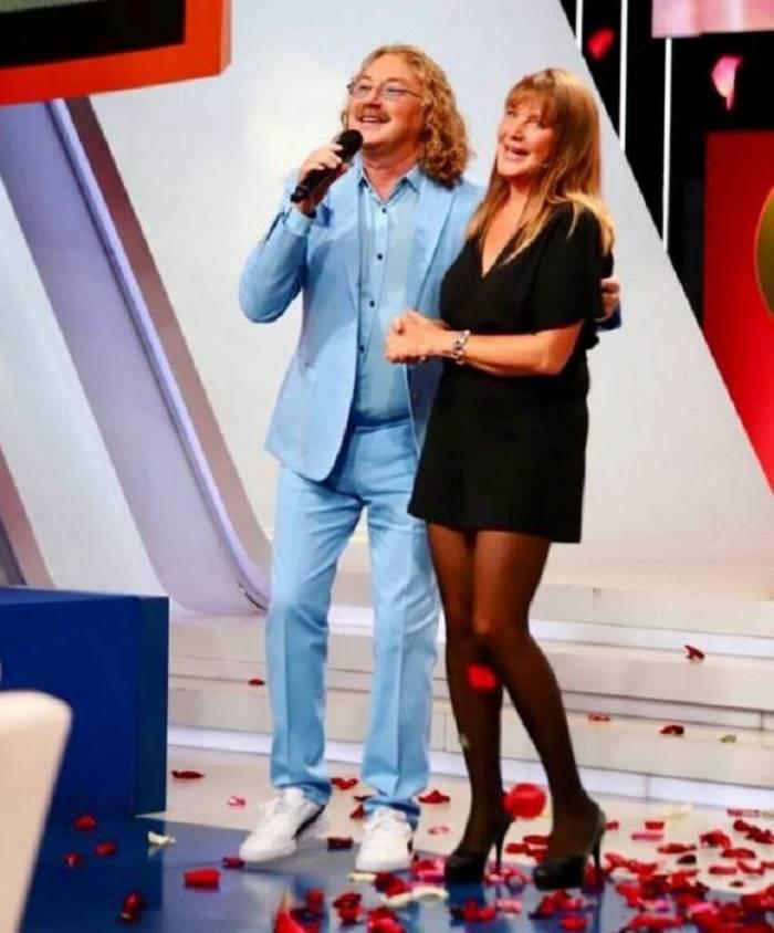 Короткое платье и ноги 66-летней Елены Прокловой стали причиной бурных обсуждений в Интернете