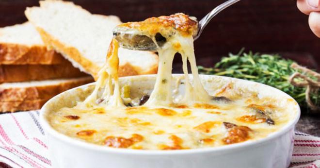 Жюльен с грибами и курицей – классический французский рецепт