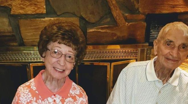 Муж и жена прожили вместе 70 лет и умерли с разницей в 20 минут