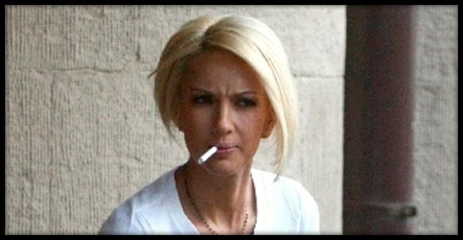 «Папироска в зубах»: 5 самых заядлых курильщиц российского шоу-бизнеса