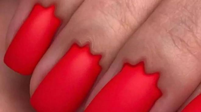«Губы дьявола» теперь дополняет новый тренд «ногти дьявола»