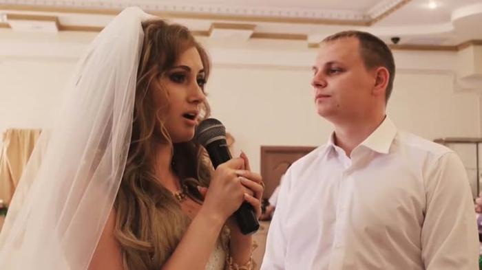 Невеста произнесла тост, после чего свекровь покинула торжество