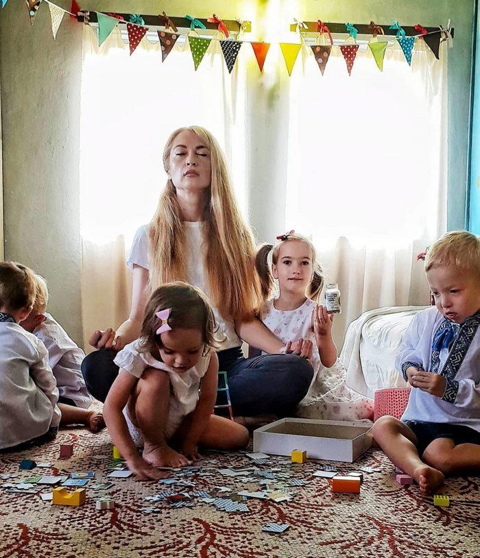 «Выдохся и слился»: Оксана родила мужу пятерняшек, а он ее бросил. Как мама и детки живут сегодня