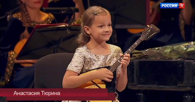 Штраус, наверное, и не думал, что скрипку на ура может заменить балалайка